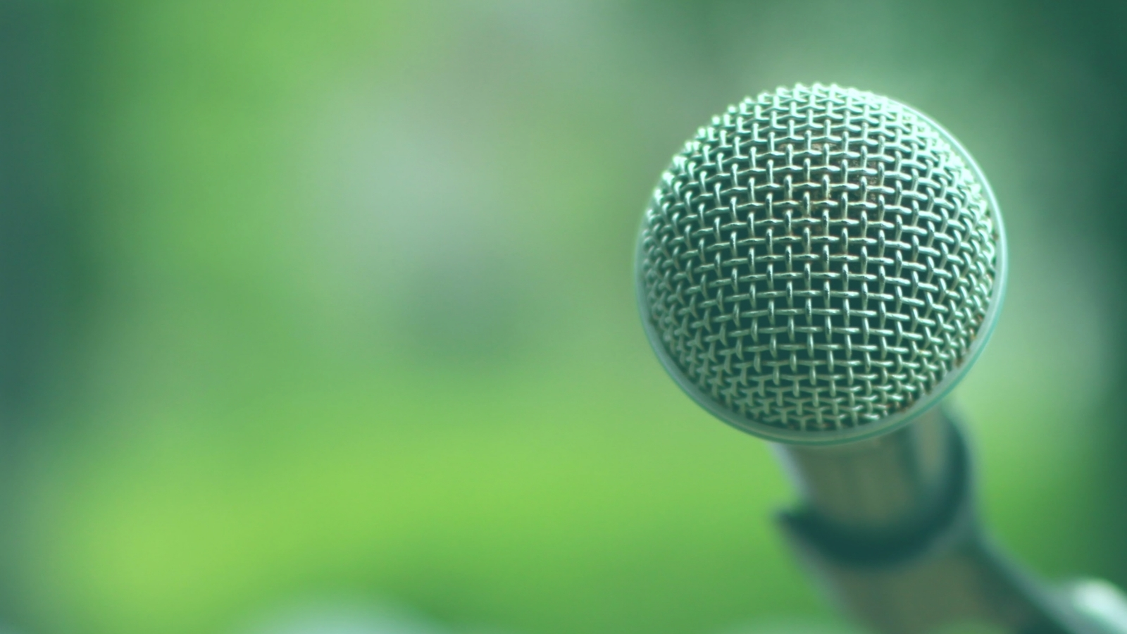 A microphone with a green, outdoor background in Spoken Garden's Diy Garden Podcast advertisement